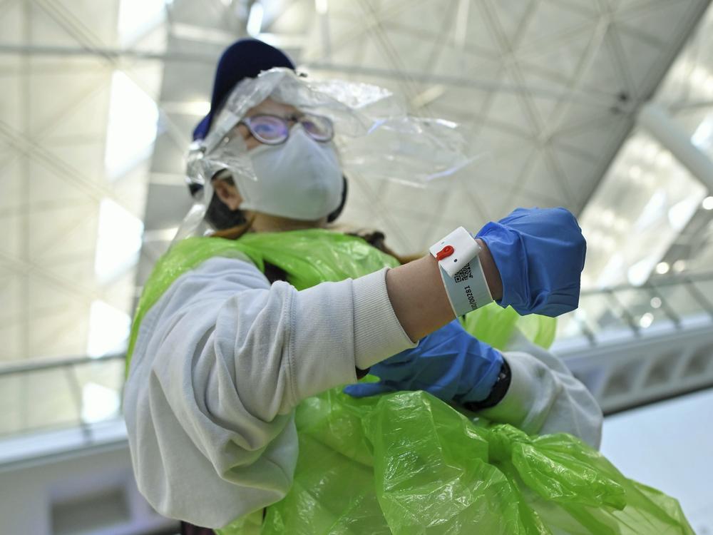 http://www.thestandard.com.hk/section-news/section/11/217460/Oz-flight-falls-into-quarantine--