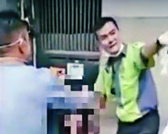 http://www.thestandard.com.hk/section-news/section/21/217522/Busmen-snare-$2-spitter