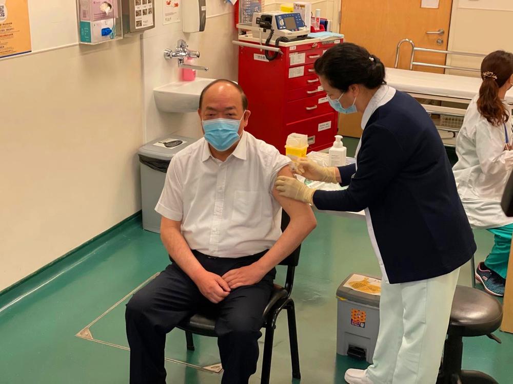 Ho Iat-seng said he felt no different after receiving the jab.
