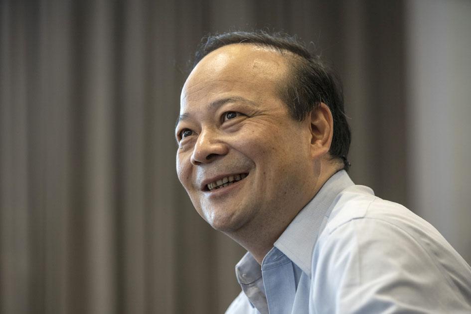 https://www.thestandard.com.hk/section-news/section/11/229937/Battery-king-zips-past-Li-as-HK's-richest-man