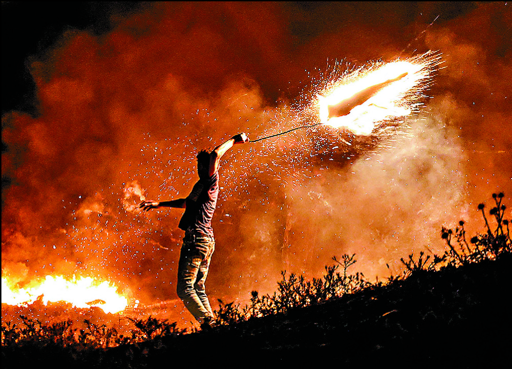 https://www.thestandard.com.hk/section-news/section/6/231279/Gaza-fire-balloons-prompt-Israeli-strikes