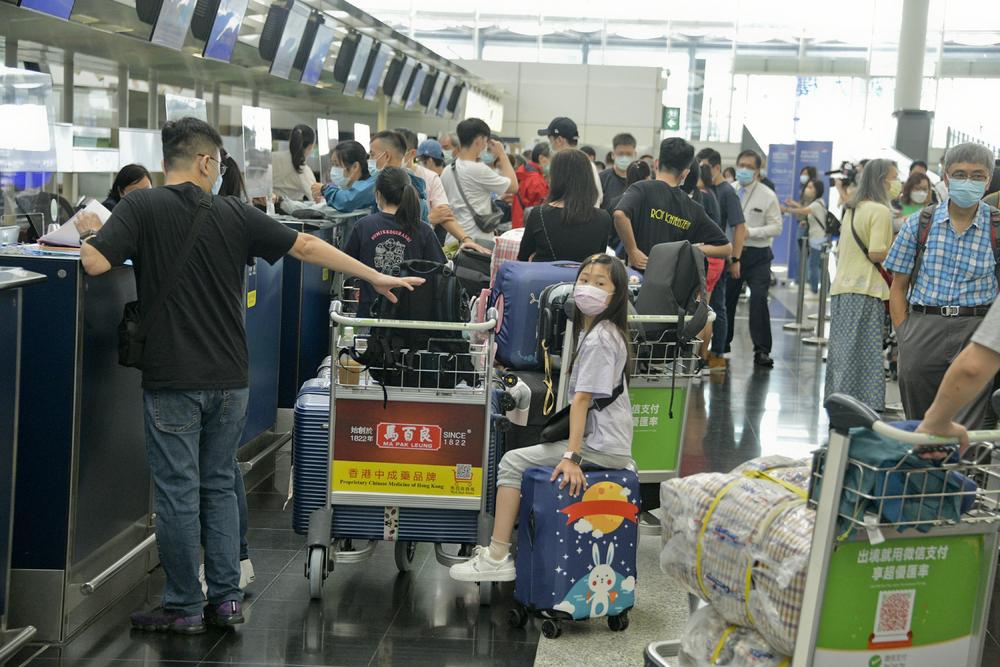 https://www.thestandard.com.hk/section-news/section/11/232500/7,000-leave-school-amid-emigration-wave