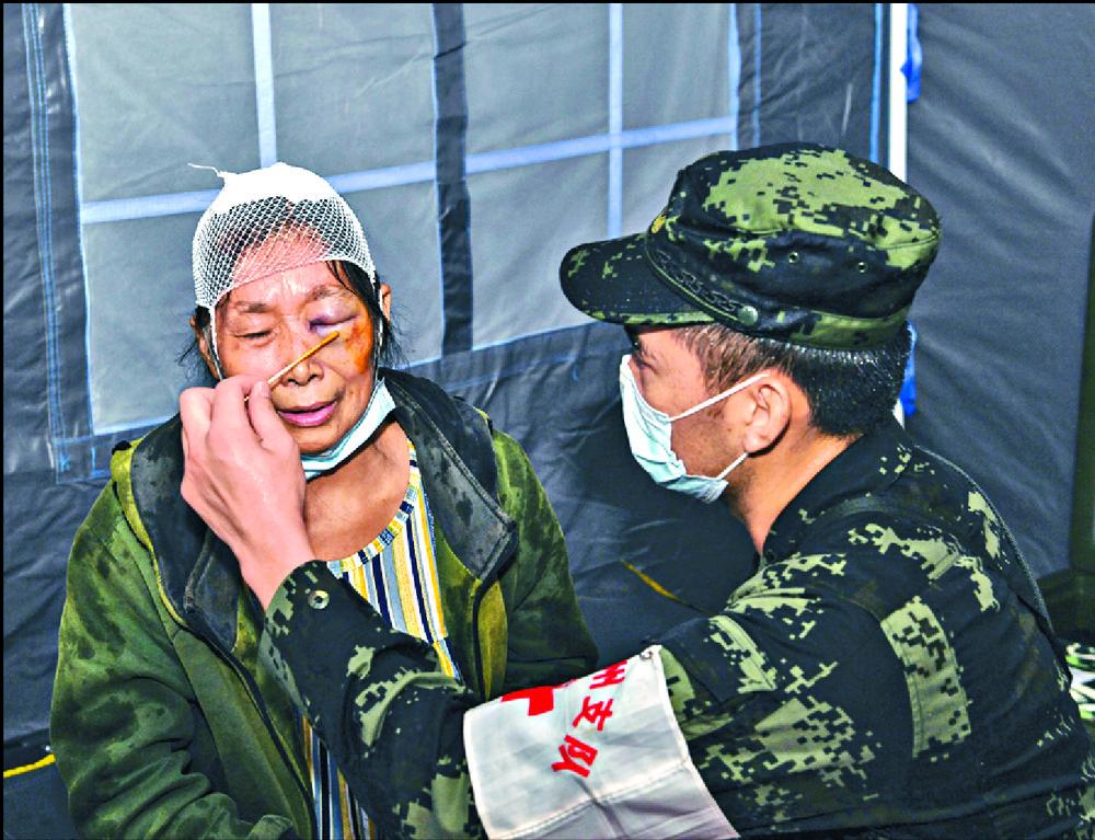 https://www.thestandard.com.hk/section-news/section/6/234333/Three-dead,-dozens-hurt-in-Sichuan-quake