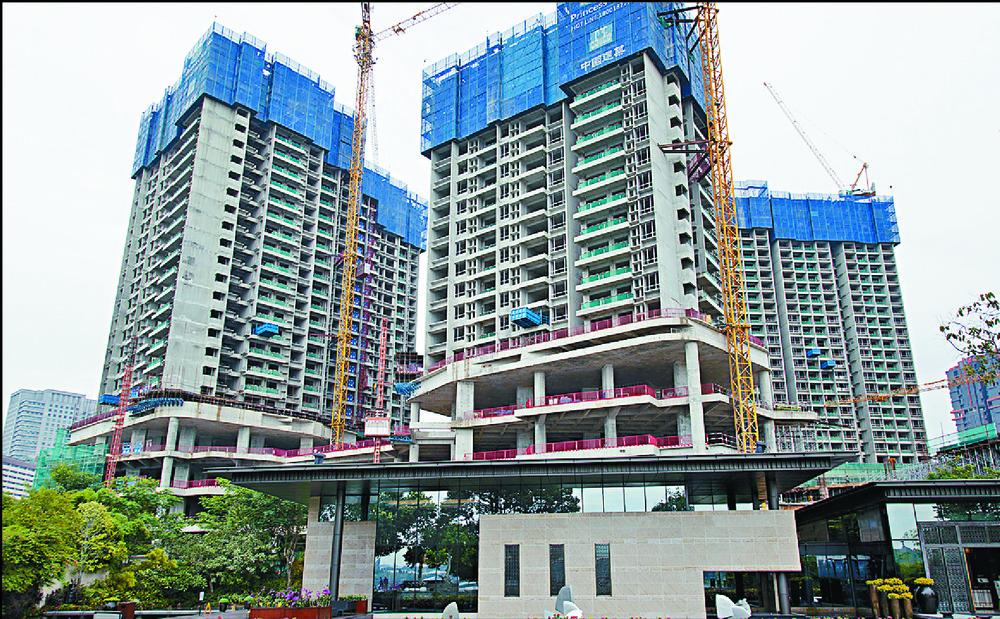 Guangzhou R&F Properties' Princess Cove development in Johor Bahru, Malaysia, takes shape. Left : Li Szelim.